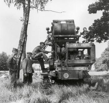 Amerikanische Pioniere erschließen das Baugelände im Frühjahr 1959.