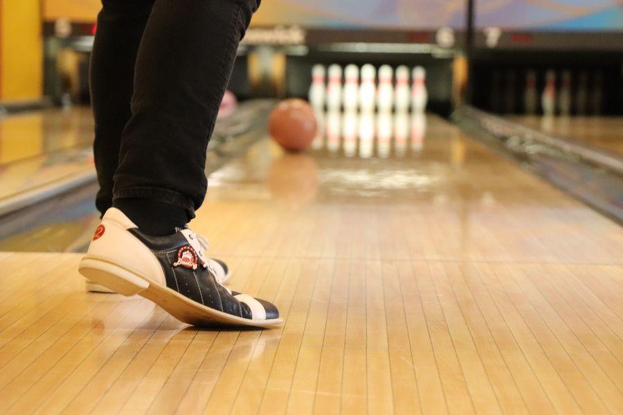Bowlingkugel rollt