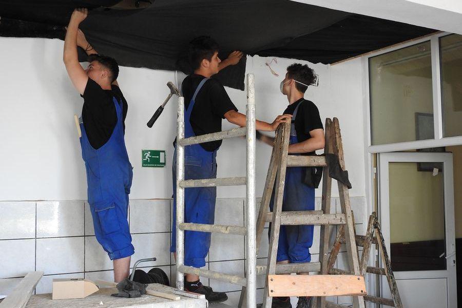 3 Handwerker bei der Arbeit