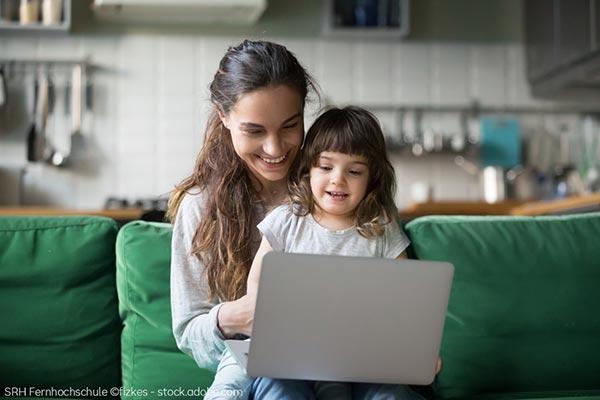 Studieren mit Kind bei der Bildungspartnerin